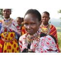 Könsstympning drabbar miljontals flickor - Böcker är vassare än rakblad!