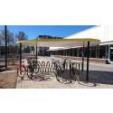 Cykeltak Palette Plaza med Arc cykelställ och sedumtak, Oskarshamn