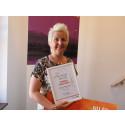 Annika ger sin del av Kundmiljonen till Bröstcancerföreningen
