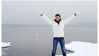 Renata Chlumska visar upp sitt basläger