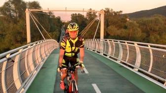Måns Möller ska slå VÄRLDSREKORD - cyklar 600 mil på 29 dagar