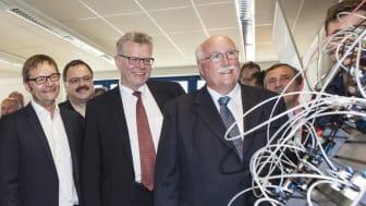 Foto: vorne v.r.n.l. Regierungspräsident Wilhelm Wenning, Bürgermeister Thomas Ebersberger und Bayernwerk-Vorstandsvorsitzender Reimund Gotzel