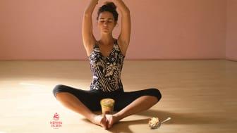 Nyt Sakte Kjærna Iskrem i kombinasjon med yoga