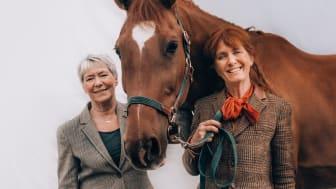 Mari Zetterqvist Blokhuis och Charlotta Mantell med hästen Lotus