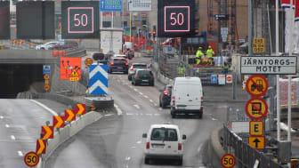 Den 25 mars 2021 stängs högersvängen mot Järntorget i Järntorgsmotet för trafiken på Oscarsleden västerifrån. Foto: Trafik Göteborg