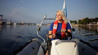 Für Pressevertreter stehen Motorboote zur Verfügung, um dichter an den Segelkindern auf dem Wasser zu sein