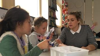 Lärare Elvira Aréus och elever på E-koll, Erlaskolan Östra