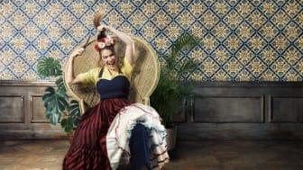 Ann-Kristin Jones gör rollen som Rosina i Rodula Gaitanous uppsättning av Rossinis komedi Barberaren i Sevilla.