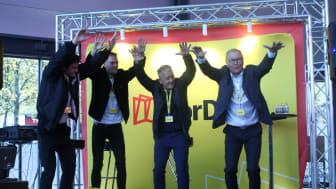 Foto: Endre Simonsen. Team Ingebrigsten (f.v) med Filip, Henrik og Gjert Ingebrigsten, og konsernsjef i NorDan, Johannes Rasmussen