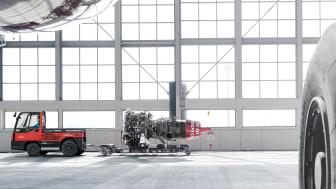 Linde Material Handling lanserar bränslecellsdriven version av dragtrucken P250