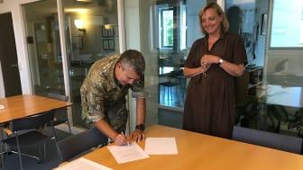 Partnerskabsaftalen blev tirsdag eftermiddag underskrevet på Cabis kontor i Aarhus.