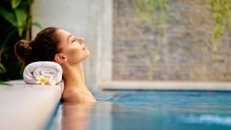Förläng sommaren, besök en bad- eller spaanläggning med solljus och värme från Suntech
