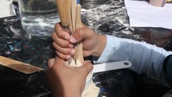 Konstnärer gästar Tensta konsthalls sommarverksamhet för barn