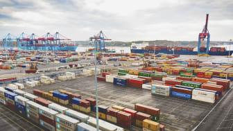 APM Terminals i Göteborg är Sveriges enda fullservicehamn, där smarta järnvägslösningar i kombination med feedertrafik och oceangående fartyg utgör en grundpelare för hela Sveriges handel.