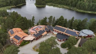 Ett av de senaste solcellsprojekten för El-Effect är vid Vårdnäs stiftsgård, söder om Linköping.