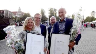 De nyutnämnda ambassadörerna Jessica Holmström och Peter Mattisson tillsammans med Per-Ola Mattsson (S) och Magnus Gärdebring (M). FOTO: Krisztina Andersson