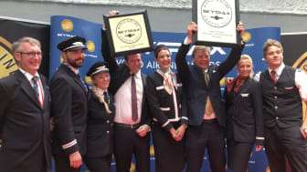 Thomas Ramdahl (fourth from left), Bjørn Kise (third from right) and crewmembers from Norwegian's Paris, London and Oslo bases