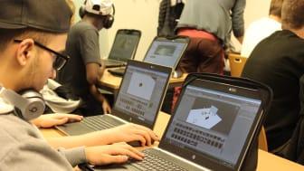 Elev från Realgymnasiet i Norrköping arbetar med programmet Unity3D.