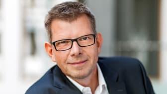 Thorsten Dirks wird neuer CEO der Deutsche Glasfaser Unternehmensgruppe: Uwe Nickl wird die Leitung der Unternehmensgruppe Deutsche Glasfaser Ende Januar 2021 an Thorsten Dirks übergeben. (DG)