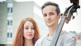 Unplugged Stage in Mannheimer Hand - Luna & Lewis