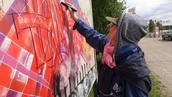 Studenter och Pensionärer samsades om att uttrycka sig med graffiti. FOTO: Ricky Sandberg