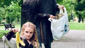 Gör som vikingarna från The Viking Museum, delta i Hela Sverige plockar skräp på Djurgården på lördag.