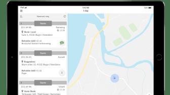 Føreren får informasjon om den optimale kjøreruten via en app og kan se oppdragene sine i et kart.