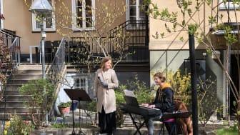 Idag bjöd två av våra musiker, Martina Möllås och Jill Nordin, på härlig musik på Frejgatan i Stockholm.