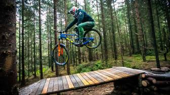 Brage Vestavik på sin nye GT-sykkel. Foto: Mayhemedia