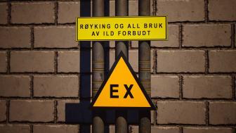 Alle eksplosjonsfarlige områder skal være synlig merket med skilt. Foto/illustrasjon: Trainor.