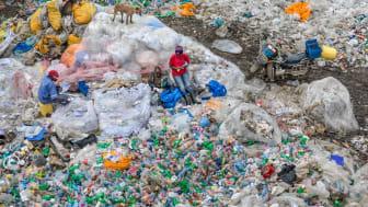 Dandora Landfill #3, Plastics Recycling, Nairobi, Kenya 2016. © Edward Burtynsky, courtesy Nicholas Metivier Gallery, Toronto / Flowers Gallery, London