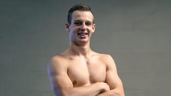 Blind simmare tar guld genom att orientera sig själv, både i bassängen och i livet