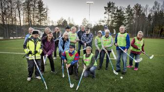 Glada seniorer som nu kan spela innebandy i Kopparberg