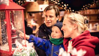 Glänzende Kinderaugen zur Weihnachtszeit