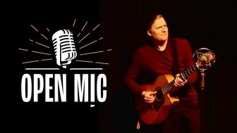Det er den lokale sangskriver og professionelle musiker, Jens Jepsen, der er vært, når der er Open Mic i Toldkammeret. Han har været vært på åbne sangskriverscener i København og Hillerød siden 2006 og været gæstevært på Open Mics i New York.
