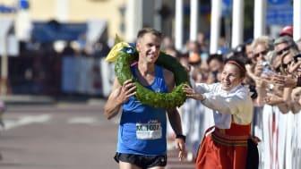 Jonas Buud vinner Ultravasan 2015 på ny rekordtid