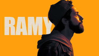 Den tankevækkende komedieserie Ramy får premiere på C More fredag den 1. november.