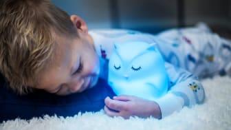 Den kramvänliga nattlampan är tillverkad i mjuk och barnsäker silikon.