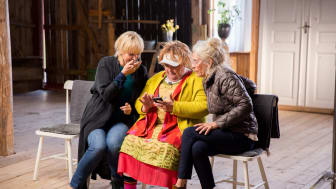 UR:s tv-serie Seniorsurfarna har slagit tittarrekord. Foto: UR.