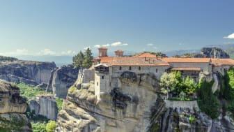 TEMAn Kreikan kiertomatka vie esimerkiksi näihin huikeisiin Meteoran luostarimaisemiin.