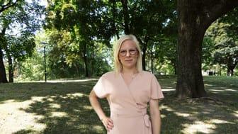 Karin Ernlund (C), idrottsborgarråd, hoppas att den nya avgiftsmodellen ska möjliggöra för fler barn att åka på sommarkollo.