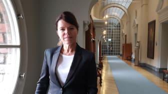 Isabel Smedberg-Palmqvist (L) kommenterar skolresultaten på Järva