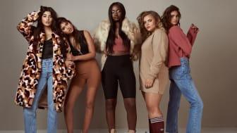 #NellyNewFaces är ett långsiktigt koncept och initiativ som ska hjälpa modeaktören att hitta modeller i alla storlekar och utseendet, något som idag saknas hos de stora modellagenturerna.