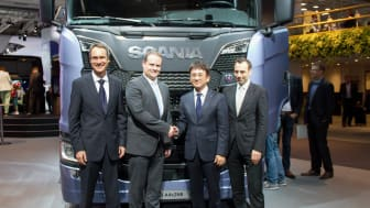 Hankook OE Account Manager Europe, Stephan Brückner; Scania Executive Vice President Purchasing, Anders Williamsson, Hankook OE Account Director Europe, Ryu Jae Seock; Hankook Vice President European Technical Center, Klaus Krause