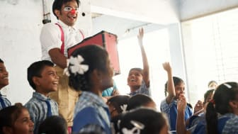 Rupesh Tillu uppträder i Indien. Foto: Alex Hinchcliffe.