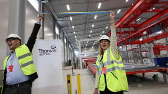 Hans Karlander (vd och koncernchef, Thomas Concrete Group) och Carina Edblad (vd, Thomas Betong)  invigde den nya fabriken. (fot. Henrik Mill)