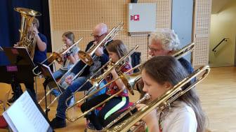 Blåsarsymfonikerna med ungdomar från El Sistema. Foto Lena Jakobsson