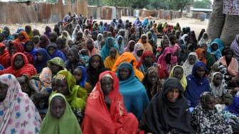 2015. Tvångsfördrivna kvinnor i ett sjukhusläger i Bama. ©Gbemiga Olamikan