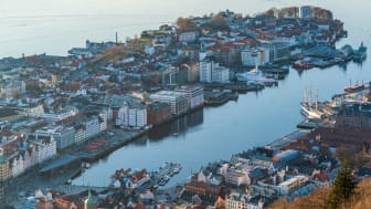 Hordaland er et av fylkene som opplever en økning i betalingsvansker. Foto: Bergen, Unsplash.