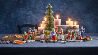 Fine porcelain figures complete the Hutschenreuth Christmas collection 2020.